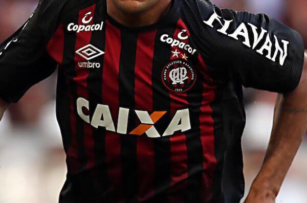 foto da camisa do atletico-pr no brasileirão em 2018