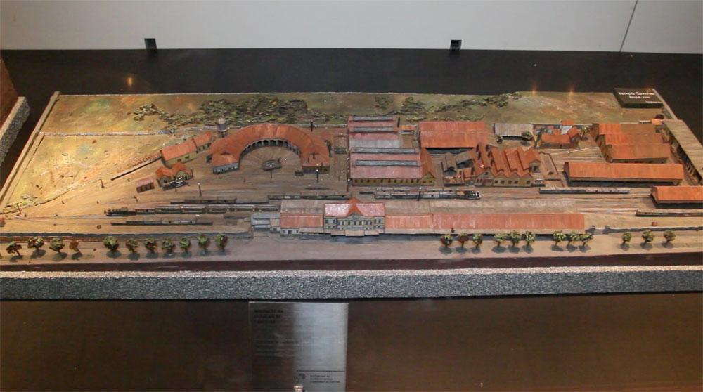 A maquete no museu mostra toda a infraestrutura que fazia parte do complexo da estação, com oficinas de manutenção, abrigos para trens, pátios de manobra e galpões. (Foto: Brunno Covello/GP)