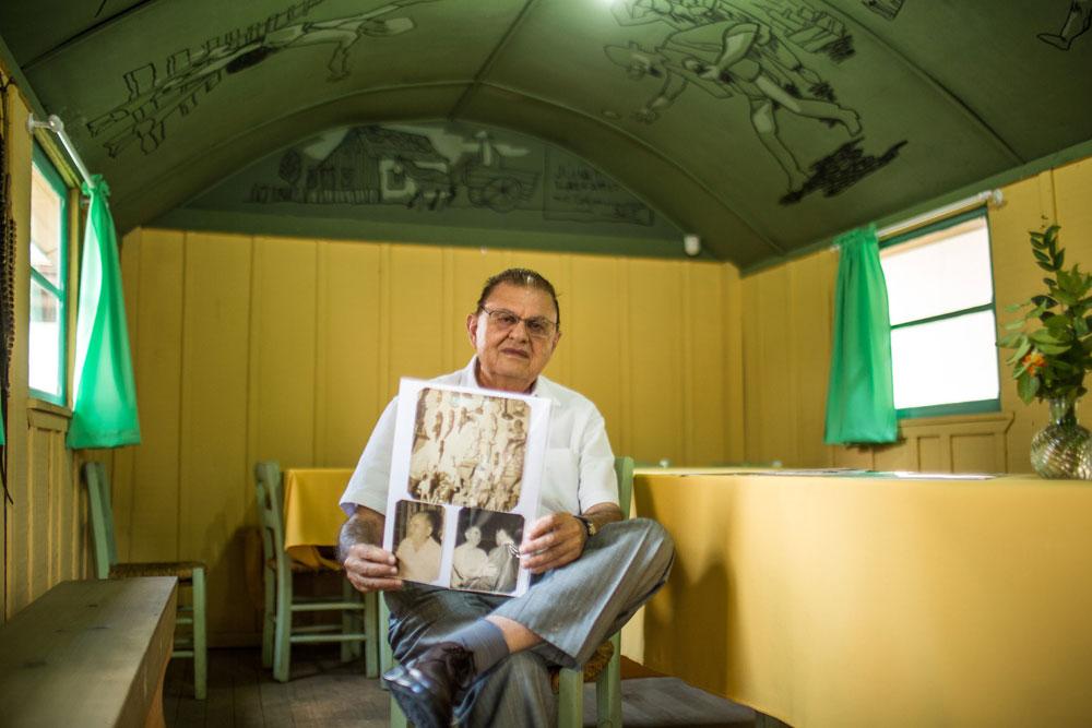 João Lazzarotto, irmão de Poty, o vagão está no terreno onde funciona o cartório da família. (Foto: Brunno Covello/GP)