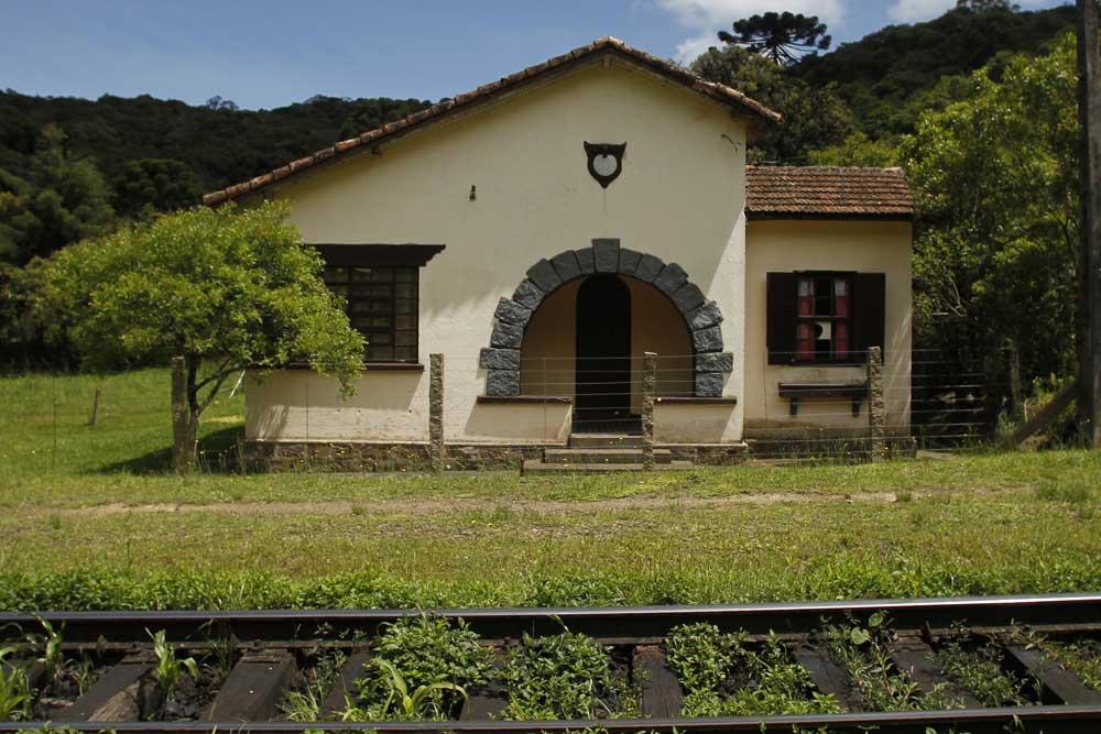 Casa ferroviária próximo da estação de Roça Nova.  (Foto: Jonathan Campos/GP)