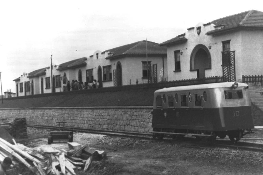 Casas da Rede de Viação Paraná-Santa Catarina na linha Paranaguá-Curitiba. (Foto: Acervo do Instituto Histórico e Geográfico do Paraná)