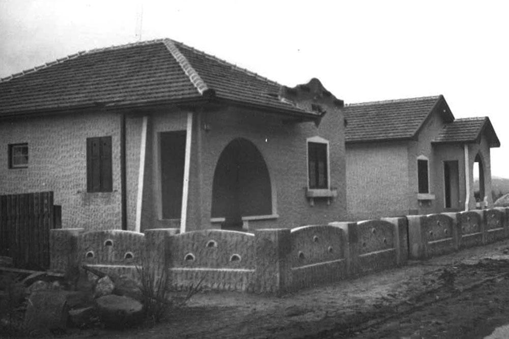 Havia uma grande variedade de modelos de casas ferroviárias. Na foto vemos casas de alvenaria com varanda. (Foto: Acervo do Instituto Histórico e Geográfico do Paraná)