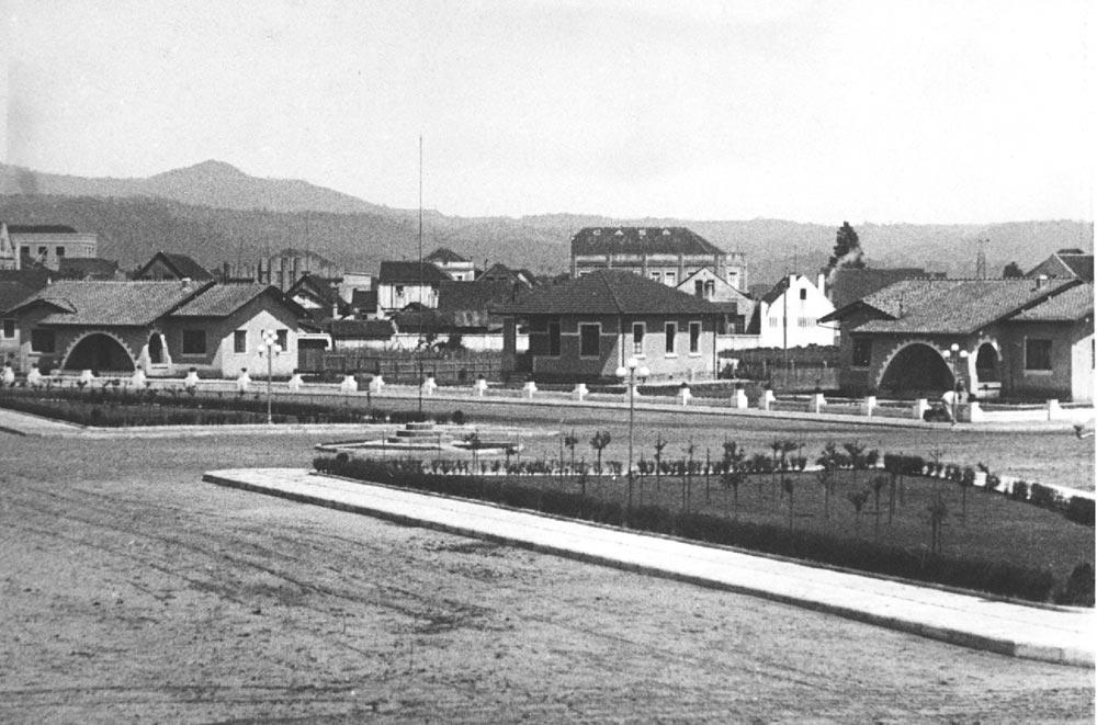 Conjunto de casas para engenheiro em União da Vitória, década de 1940. (Foto: Acervo do Instituto Histórico e Geográfico do Paraná)