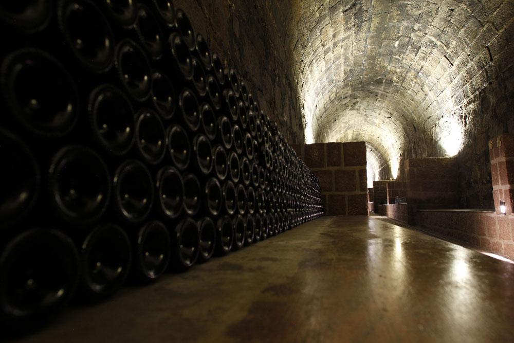 Os chamados berços onde as garrafas de espumante repousam durante o processo de envelhecimento de dois anos. (Foto: Jonathan Campos/GP)