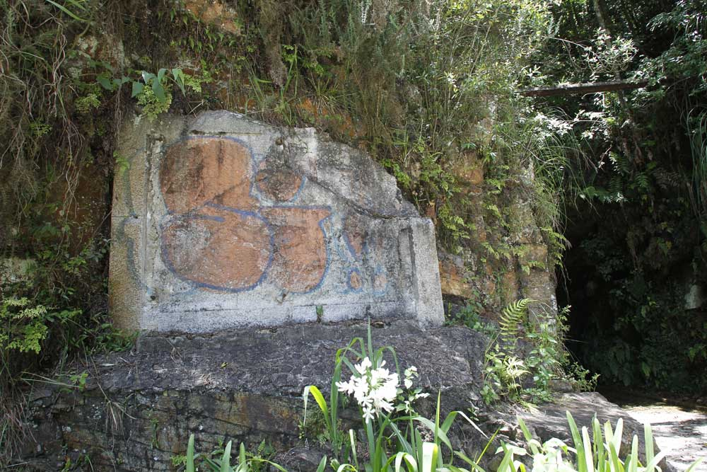 Nesse espaço ficava o baixo-relevo em bronze de João Turin. Após o túnel ter ido a leilão o IPHAN retirou a obra do local. (Foto: Jonathan Campos/GP)